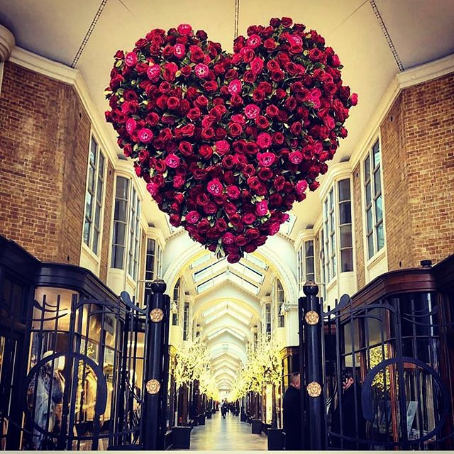 How pretty is this Valentine installation from @byappointmentonlydesign outside our @truegraceuk shop in @burlingtonarcade ❤ Wonderful photograph by @fortnums