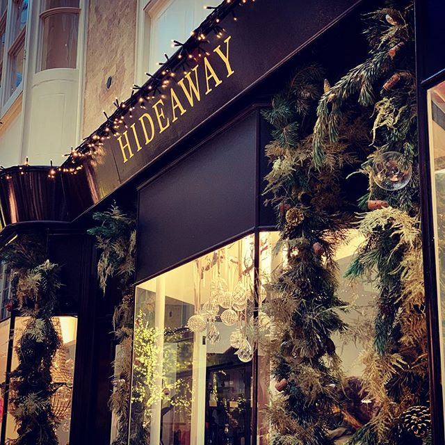 Welcome to our new neighbours @hideaway_london in @burlingtonarcade arcade. They have opened a seasonal pop up in the Arcade...the most delicious treats! • #TheBestCoffee #FamousCroissant